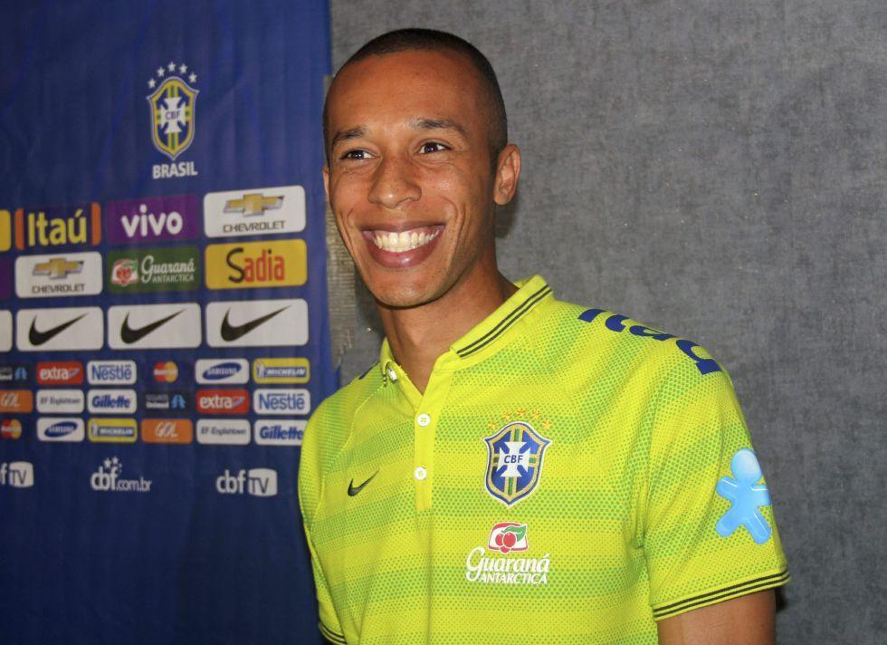 Olvidado por Scolari, Miranda es el jefe de Brasil con Dunga | Internacional | AS.com